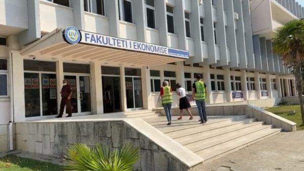 """3 raste me Covid, mbyllen dy kate të rektoratit të universitetit """"Ismail Qemali"""""""