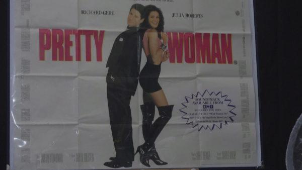 Hollywood në ankand: Çizmet e Julia Roberts dhe xhaketa e Brad Pitt në shitje