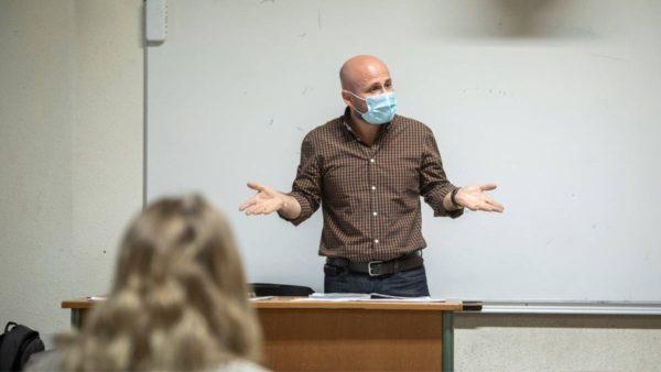 Jeta e përkthyesit shqiptar në një gjykatë franceze: Jam mes 2 zjarresh