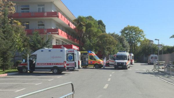 Infektivi në kulmin e shtrimeve, vetëm 20 shtretër të lirë, ambulancat në radhë