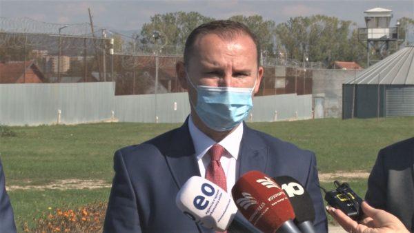 Pandemia në Kosovë, ministri Zemaj: Mbyllja e dytë do të ishte fatale për vendin