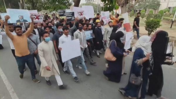Modi përkrah Macron, myslimanët e Indisë protestë kundër Francës