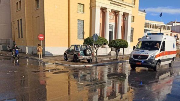 Po kalonin në rrugë, i zë muri i një ndërtese, humbin jetën dy adoleshentë në ishullin grek