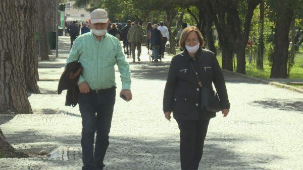 """Gjobat për maskat, qytetarët ruajnë shëndetin dhe """"xhepin"""""""