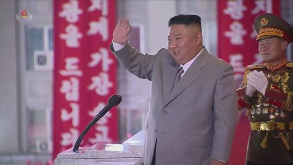 Paradë ushtarake me raketa balistike, Kim Jong-un: Vendi ynë, i çliruar nga Covid-19