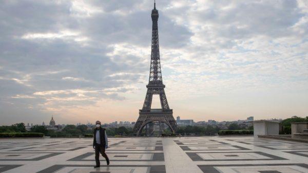 Europa po rihapet, Franca zbut më tej masat, Spanja eksperimenton pasaportën e Covid