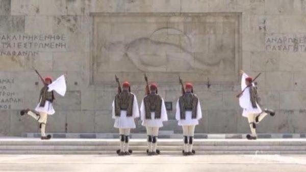 Greqia kufizon lëvizjen, Covid-19 jashtë kontrollit në Europë