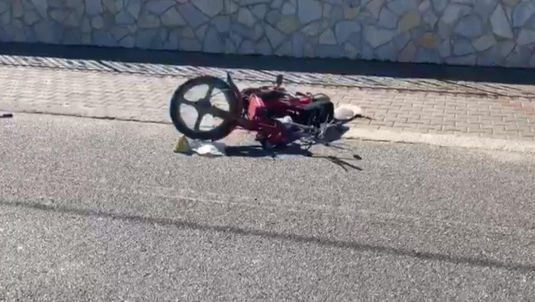 motor aksident shkoder ne rruge perplaset me nje makine 1100x620