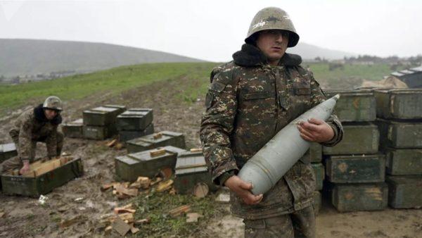 Konflikti i armatosur për Karabakun, ushtritë armene dhe azere godasin qytete të banuara