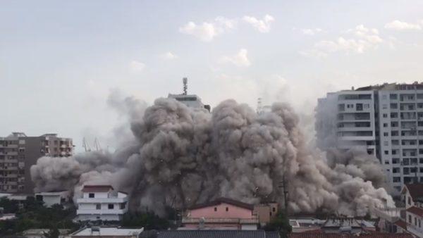 Shpërthimi i komanduar i pallatit në Durrës, plagoset një punonjës i forcave xheniere