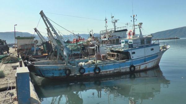 Porti i peshkimit në Vlorë, i mbushur me inerte