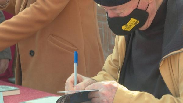 """""""Stinë pandemie"""", Kongoli, shkrimtari që iu rrëfen pandeminë e shoqërisë shqiptare"""