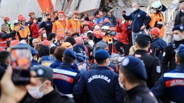 Rritet numri i viktimave nga tërmeti në Turqi, 3 persona shpëtohen pas 17 orësh