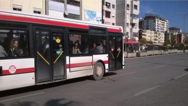 Bashkia e Durrësit miraton rritjen e çmimit të aboneve për transportin rrugor