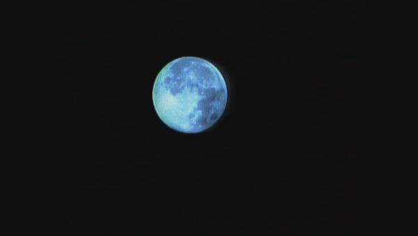 Imazhe mahnitëse, hëna dhe planeti Mars afër njëri-tjetrit
