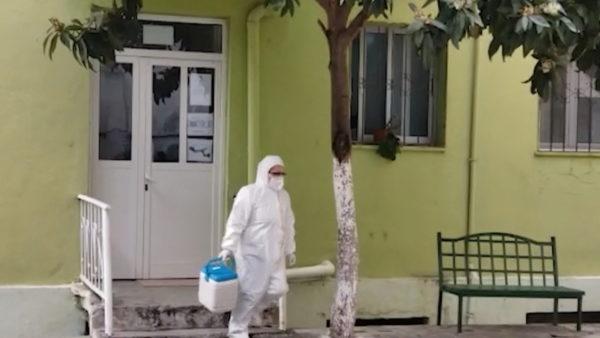 42 raste me koronavirus në Vlorë, 4 mësues dhe 3 infermierë
