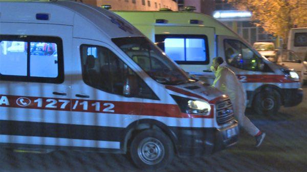 Të presësh ditë e natë, ambulanca po kthehet në shtrat për pacientët me COVID-19
