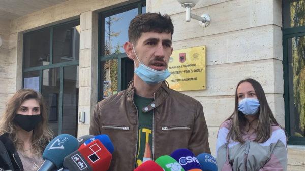 """Universitetet """"online"""", në Korçë studentët kërkojnë rikthim në auditorë"""