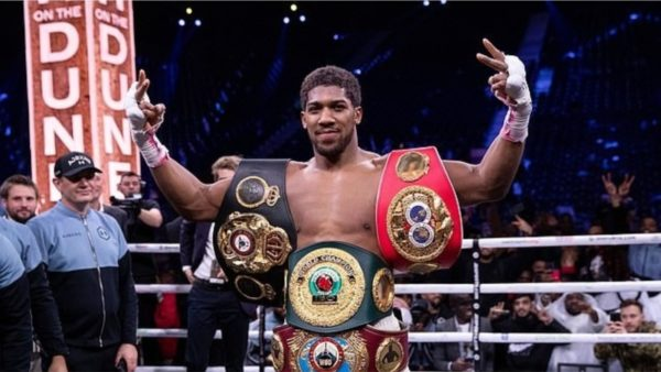 Rikthehen tifozët, 1000 spektatorë mund të ndjekin ndeshjen e boksit Joshua-Pulev