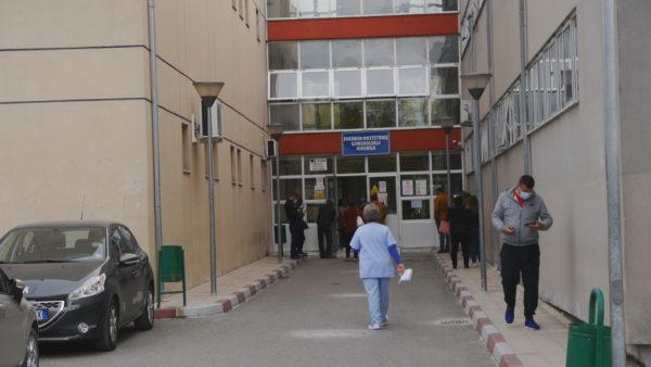 Rriten të infektuarit në Elbasan, spitali rajonal gati të trajtojë pacientë me Covid-19