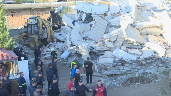 Një vit pas tërmetit tragjik, trualli i familjes Lala ka mbetur i shkretë