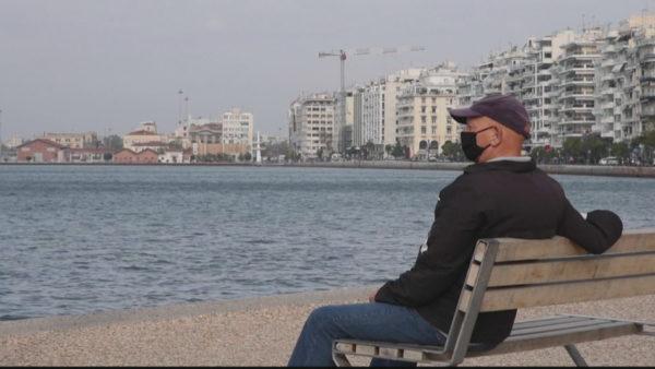 Sistemi shëndetësor në vështirësi, Greqia zgjat izolimin
