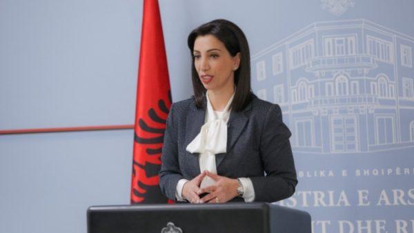 Mësimi i alternuar, ministrja e Arsimit zbulon se si do të procedohet në shkolla nga data 1 dhjetor