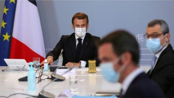 Macron u infektua në samitin e BE-së, karantinohet në Versajë