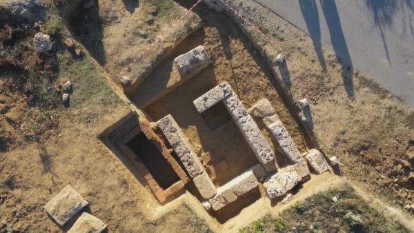 """""""Shpëtohet"""" varri antik, gërmimet në Amantia shtojnë vlerat historike të zonës"""