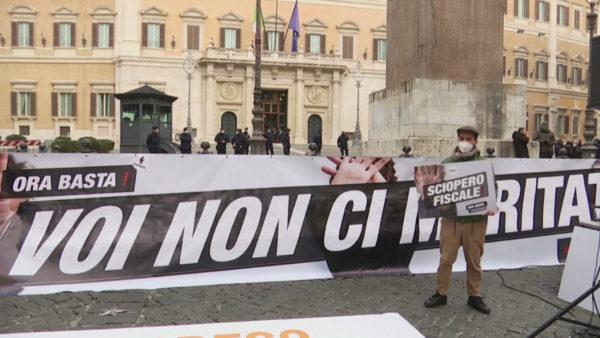 Pronarët e bizneseve në Itali protestojnë ndaj kufizimeve