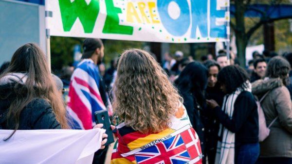 """Londra """"thyen"""" ëndrrën e studentëve europianë, stop Erasmusit, """"rebelohet"""" Irlanda e Veriut"""