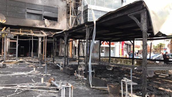 Përfshihet nga zjarri një godinë në Shkodër