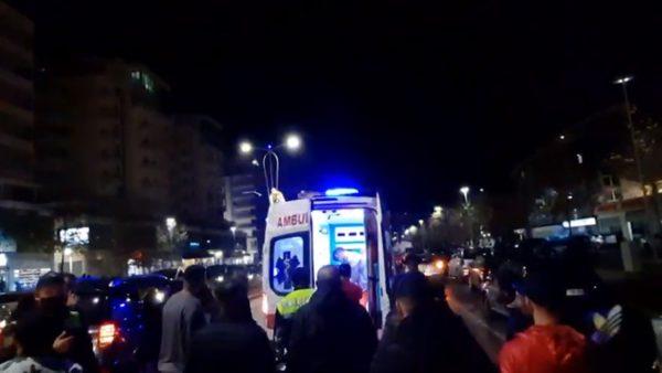 Aksident në Vlorë, makina përplas këmbësoren