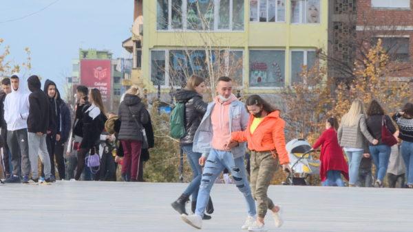 Të rinjtë në Vlorë, pesimistë, por me dëshirën për të qëndruar në Shqipëri