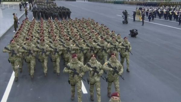 Azerbajxhani tregon forcën, paradë ushtarake për të festuar fitoren në Karabak