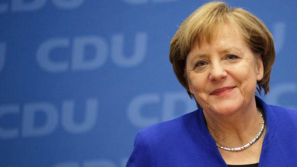 Merkel merr dozën e dytë të vaksinës, është ndryshe nga e para
