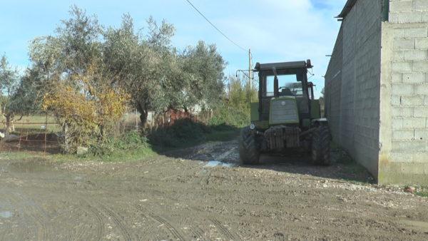 Ankesat e fermerëve në Mifol: Jemi pa rrugë dhe pa kanale vaditëse