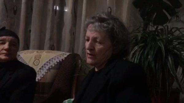Flet nëna e dy vëllezërve të gjetur të vrarë në Maliq: Policia s'na ka thënë asgjë