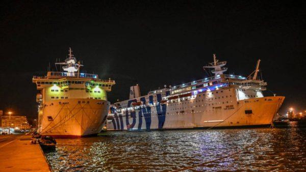 Moti i keq, anulohen lundrimet e trageteve nga Porti i Durrësit drejt Barit