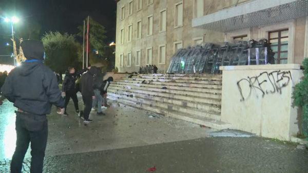 Drejtësi për Klodian Rashën, revoltë dhe përplasje në protestat e Tiranës
