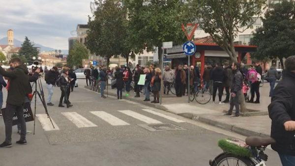 Shkodra i rikthehet protestave për Klodian Rashën
