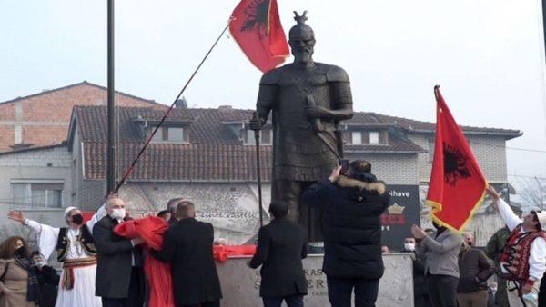 Shtatorja e re e Skënderbeut, skulptori: Statuja e Prizrenit tregon imazhin real