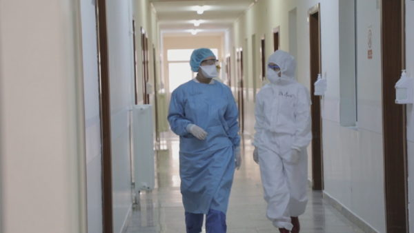 Mbi 20 mjekë dhe 4 infermierë viktima të koronavirusit në Shqipëri