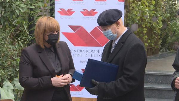 Ditëlindja e shkrimtarit, Fatos Kongoli i duartrokitur për kontributin në letrat shqipe