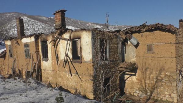 Pogradec, banesa u dogj e gjitha, familjes Xhukellari i premtohet rindërtimi
