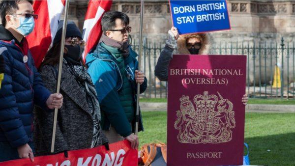 Londra i hap derën banorëve të Hong Kongut, kërcënon Kina: Nuk do t'i njohim pasaportat