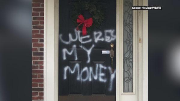 McConnell dhe Pelosi në shënjestër të vandalëve
