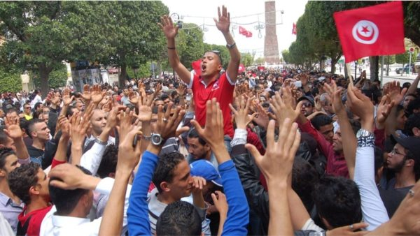 Tunizi, protesta në të gjithë vendin, qindra të arrestuar