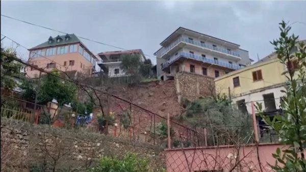 Rrëshqitje dherash në Lezhë dhe Mirditë, rrezikojnë të shemben disa ndërtesa