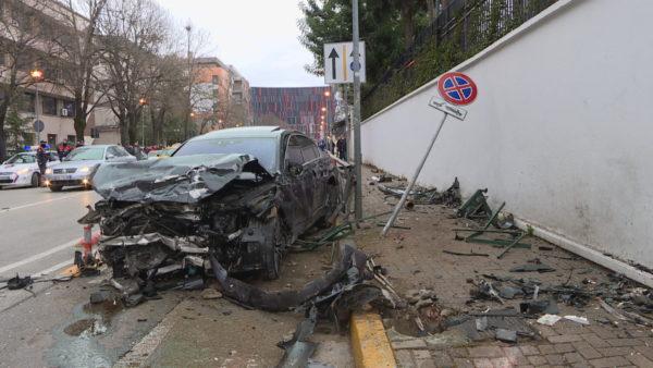 """Aksidentet në Tiranë, qytetarët në """"tehun"""" e vdekjes, policia e kalon me heshtje"""